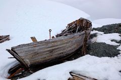 Destruição do barco abandonado velho da baleação na Antártica Fotos de Stock
