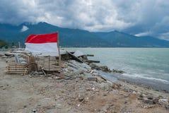 Destruktivt på den Talise stranden efter tsunamislaget Palu On 28 September 2018 arkivfoton