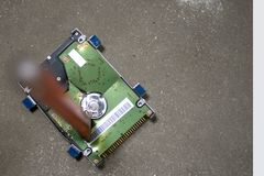 Destruya el disco duro - datos quebrados fotografía de archivo libre de regalías