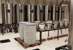 Destylator dla produkci pachnidło w Fragonard fabryce zdjęcie stock