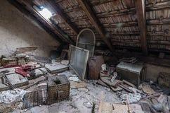 desván con desperdicios en casa fotografía de archivo libre de regalías