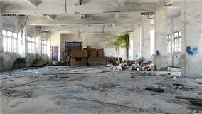 Desván industrial de Undecrorated en un fondo arquitectónico que enfoca adentro almacen de metraje de vídeo