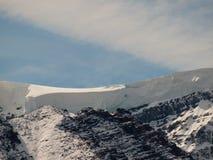 Desviación superior de la nieve de la montaña Foto de archivo