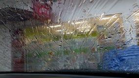 Deszczówka płynie przez przedniej szyby zdjęcie wideo