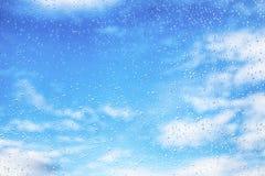 Deszcz krople na błękitnym szklanym tle fotografia royalty free
