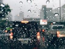Deszcz krople na samochodowym frontowym okno Obraz Royalty Free