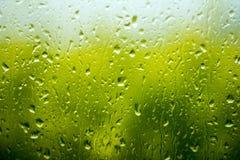 Deszcz krople na szkle. zdjęcia stock