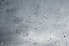 Deszcz krople w okno obraz stock