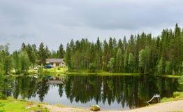 Deszcz na małym jeziorze Fotografia Royalty Free