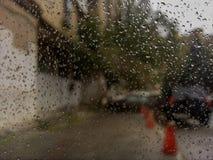Deszcz na okno Pada krople Obrazy Royalty Free