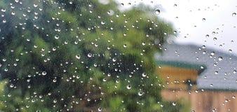Deszcz na okno obrazy stock