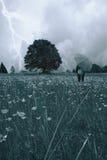 deszcz pod kobietą Obrazy Royalty Free