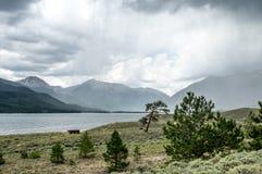 Deszcz Przez jezioro Zdjęcia Stock