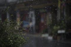 Deszcz w porze deszczowa w miasteczku Zdjęcia Stock