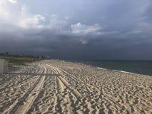 Deszczowy dzień przy plażą fotografia stock