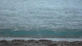 Deszczu komes Na Dennej plaży zdjęcie wideo