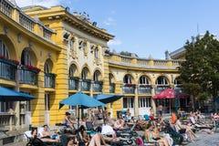 Det äldsta Szechenyi medicinska badet är det största medicinska badet i Europa Royaltyfri Foto