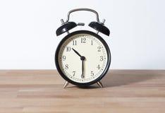 Det är den halva förgångna `-klockan för nolla tio Arkivbilder