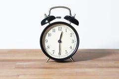 Det är den halva förgångna `-klockan för nolla tolv Arkivbilder