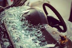 Det är den klara glass reparationen eller den auto olyckan Arkivbilder