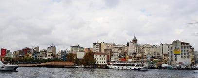 Det är nödvändigt att inkludera en Bosphorus kryssning, som Bosphorusen, och dess kuster är allra det mest härlig royaltyfria bilder