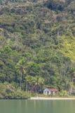 Det övergav huset i strand av Saco gör Mamangua Royaltyfri Fotografi