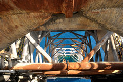Det övre benet för stålar på stålar upp plattformen Royaltyfri Fotografi