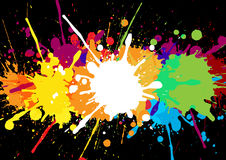 Det abstrakta färgrika banret med målarfärg befläcker och stänker på en bl Arkivbild