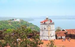 Det Aguada fortet och den gamla fyren byggdes i det 17th århundradet Detta fort bevaras väl Royaltyfri Fotografi