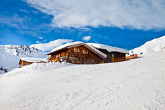 det alpsÖsterrike huset mayrhofen snow Royaltyfri Fotografi