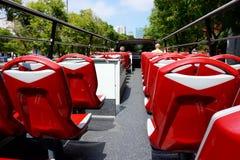 Det andra öppna golvet i den turist- bussen som reser runt om Barcelona arkivfoto