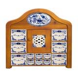 Det antika träkökskåpet med porslin boxas för kryddor royaltyfri bild