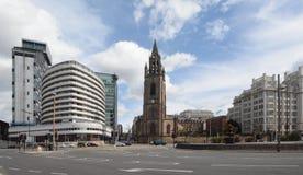 Det atlantiska tornhotellet och församlingkyrkan Liverpool Royaltyfria Bilder