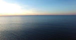 Det baltiska havet seglar utmed kusten, Litauen arkivfilmer