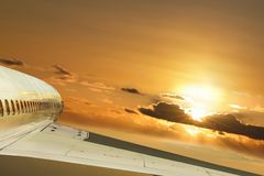 det begreppsmässiga flyg rays sunen Fotografering för Bildbyråer