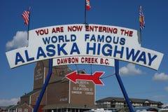 Det berömda alaska huvudvägtecknet Arkivfoto