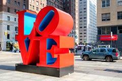 Det berömda förälskelsetecknet på den 6th avenyn i midtownen New York Fotografering för Bildbyråer
