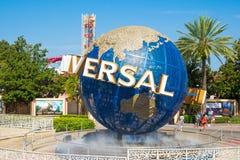 Det berömda jordklotet på de universella nöjesfälten i Florida Arkivfoto