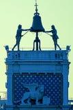 Det berömda klockatornet, Torre dell'Orologio, av den San Marcos fyrkanten Royaltyfria Foton