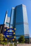 Det berömda stora eurotecknet Arkivfoton