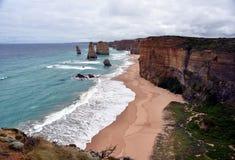 Det berömt vaggar bildande som kallas tolv apostlar på den stora havvägen Royaltyfri Foto