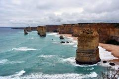 Det berömt vaggar bildande som kallas tolv apostlar på den stora havvägen Royaltyfria Foton