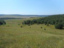 Det bergiga landskapet runt om byn av Vydra, Brody område Royaltyfri Bild