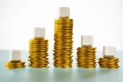 det blanka blocket coins berg för guld fem över form Royaltyfri Fotografi