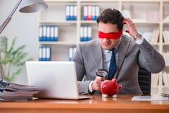 Det blind- affärsmansammanträdet på skrivbordet i regeringsställning royaltyfri foto