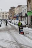Det blockerade vägmedlet mjölkar att bäras shoppar i Bristol Royaltyfria Bilder