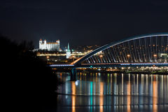 Bratislava slott på natten Royaltyfri Foto
