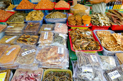Torkade skaldjur på marknadsför Royaltyfria Bilder