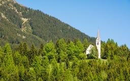 Det bryta kapellet av S maddalena Det gotiska kapellet byggdes i 1480 av gruvarbetarna av Monteneve, den Ridanna dalen, Racines,  Arkivfoto