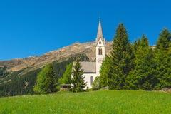 Det bryta kapellet av S maddalena Det gotiska kapellet byggdes i 1480 av gruvarbetarna av Monteneve, den Ridanna dalen, Racines,  Royaltyfria Bilder